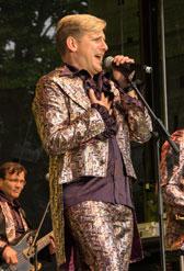 Jeromé van Baker und seine fünfköpfige Truppe lieben die deutsche Partymusik.