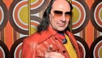 """Unvergessen sein legendärer Auftritt beim Eurovision Song Contest 1998. Aber der musikalische Tausendsassa Guildo Horn kann mehr als nur Party-Hits und massentauglichen Schlager: der studierte Pädagoge und ehemalige Musiktherapeut  beherrscht ebenso die Genres """"Musical"""" und """"Operette"""". Und im Gepäck hat er sicher auch seine ganz eigenen Versionen bekannter Disco- und Rock-Klassiker."""